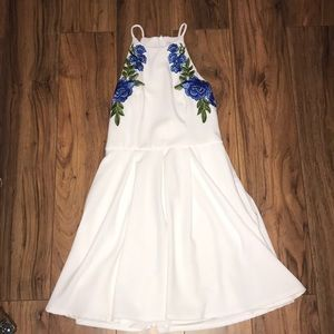 Dresses & Skirts - White floral dress
